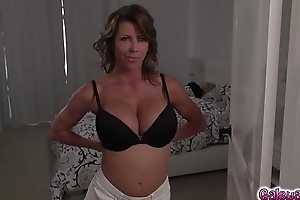 Riley Anne&#039_s frequent eat Alexis Fawx&#039_s damp milf twat!