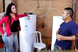 Morena cavala seduzindo tecnico de tv casado