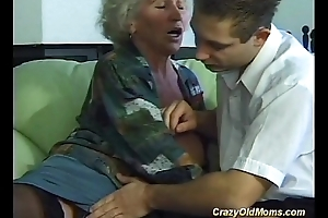 Busty impatient old mama needs toute seule new powerful rods