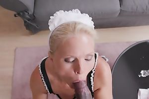 Lusty maid with natural tits gets banged in dramatize expunge living room